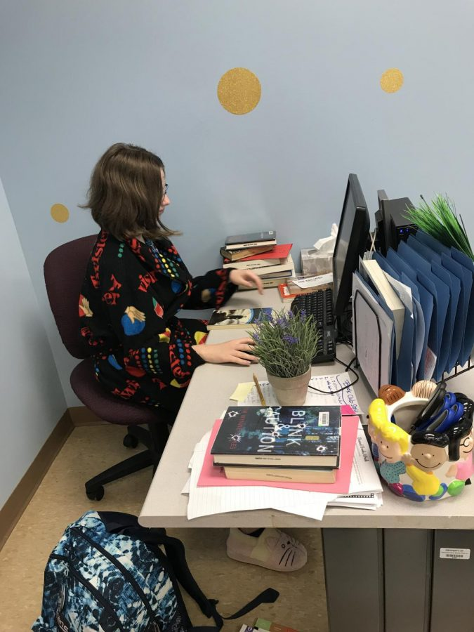 Hannah Misselhorn (12) is the 4th hour reading facilitator working in the annex.